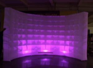 Fond circulaire et cabine gonflable à LED